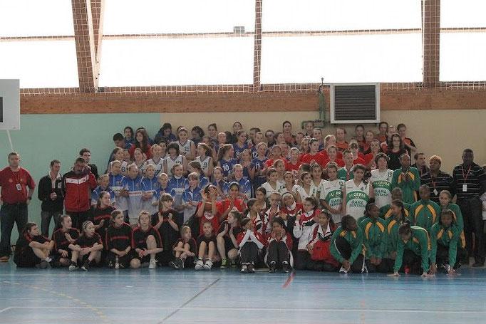 L'ensemble des équipes féminines de l'édition 2013