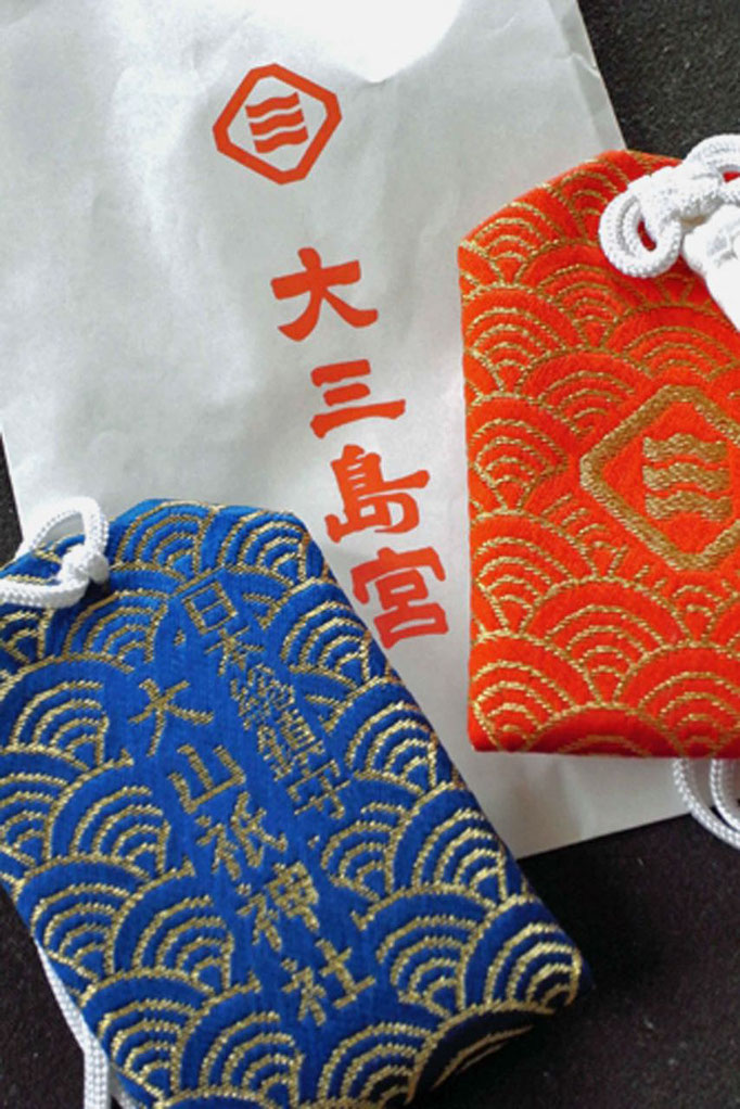 Omamori japanische Glücksbringer gibt es in alle Tempeln & Schreinen