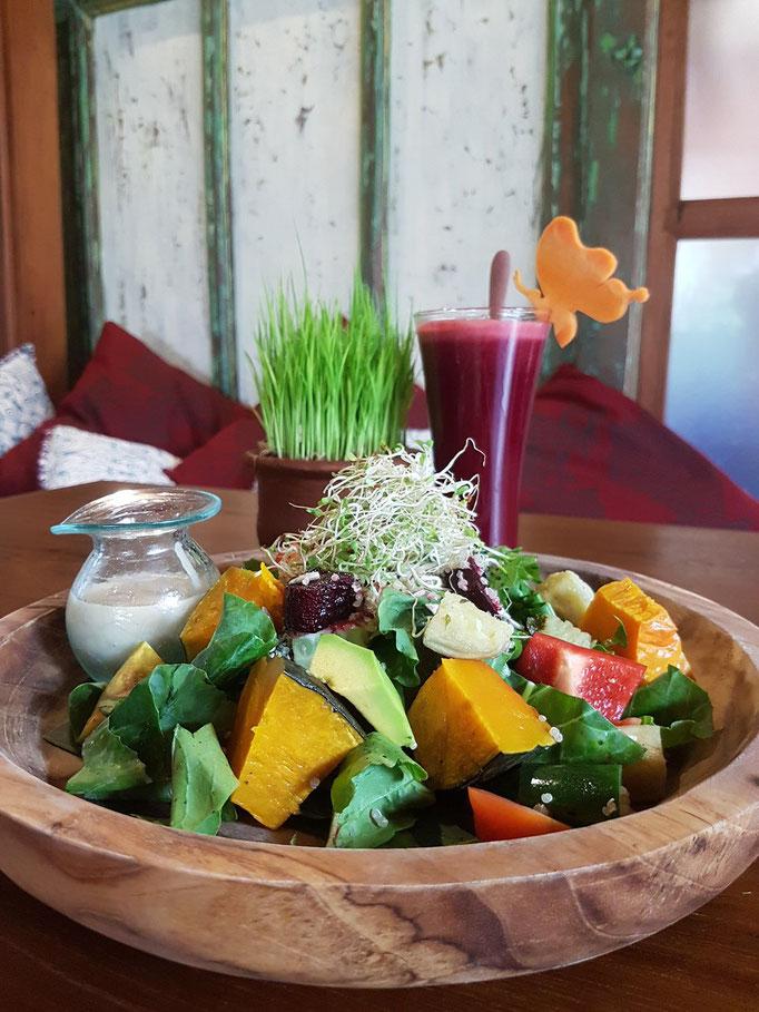 Roh, vegan oder vegetarisch im Kafe Yoga Barn Ubud