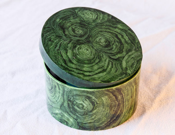 Boite en bois peint (Diam. 10,5 x h 5,5cm)