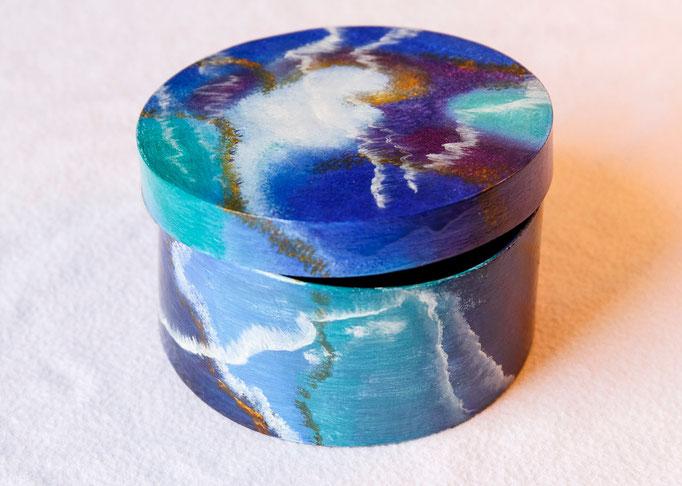 Boite en bois peint (Diam. 8,5 x h 4,5cm)