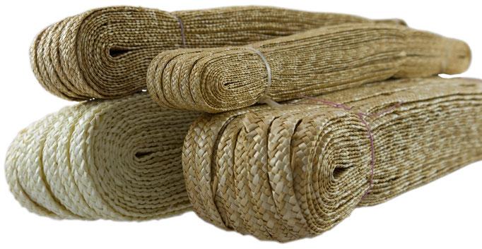 Strohborte aus Weizenstroh natur. Breiten: ca. 5 mm, ca. 8mm in natur, ca. 12 mm in natur & gebleicht