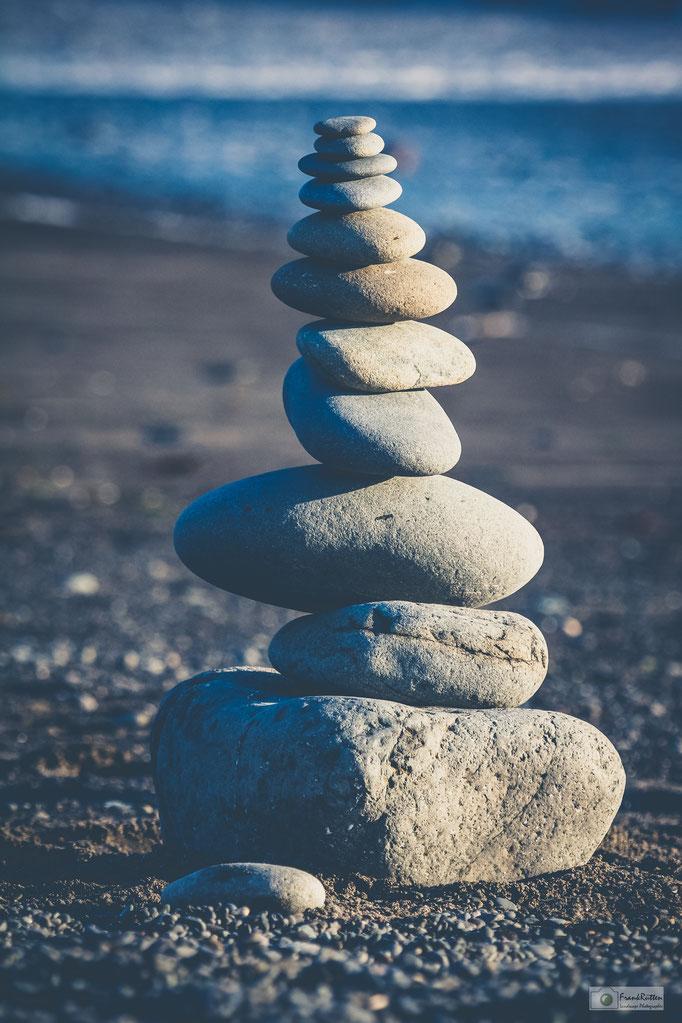 KN15021 Stone balance at Rialto Beach