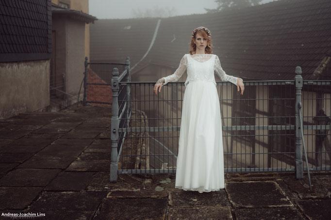 """""""Ebba"""" - zweiteiliges Hochzeitskleid mit Spitzentop im Boho Stil"""