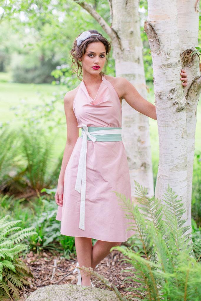 sommerliches Brautkleid in rosa