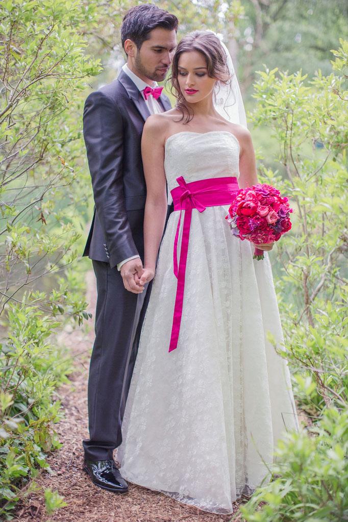 Brautkleid mit farbigem Gürtel von Rike Winterberg