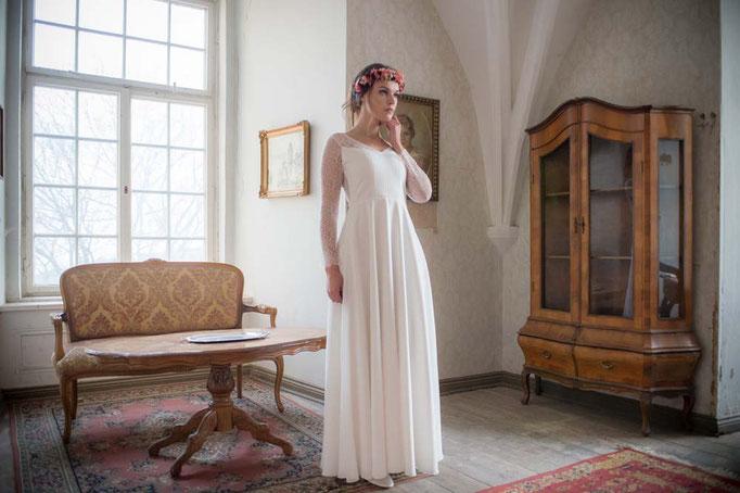 """""""Mura"""" - modernes Brautkleid mit Spitzenärmel"""