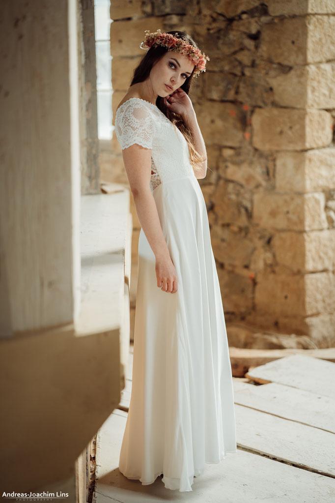 """""""Hiko"""" - romantisches Brautkleid mit Spitze"""