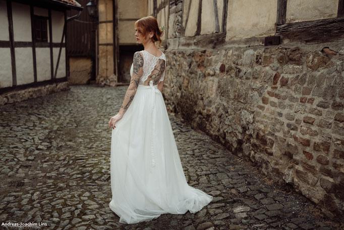 """""""Bara"""" - extravagantes Brautkleid mit Spitze und Überrock aus Tüll"""