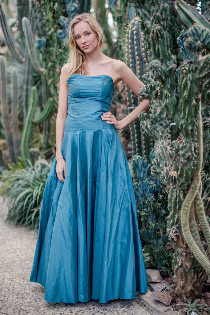 farbiges Brautkleid in türkis