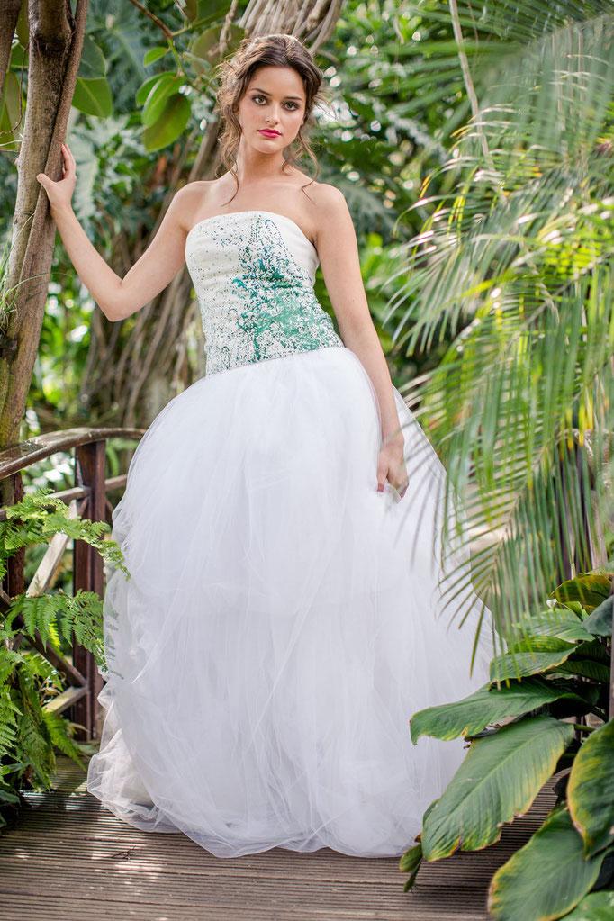 farbiges Brautkleid mit grün