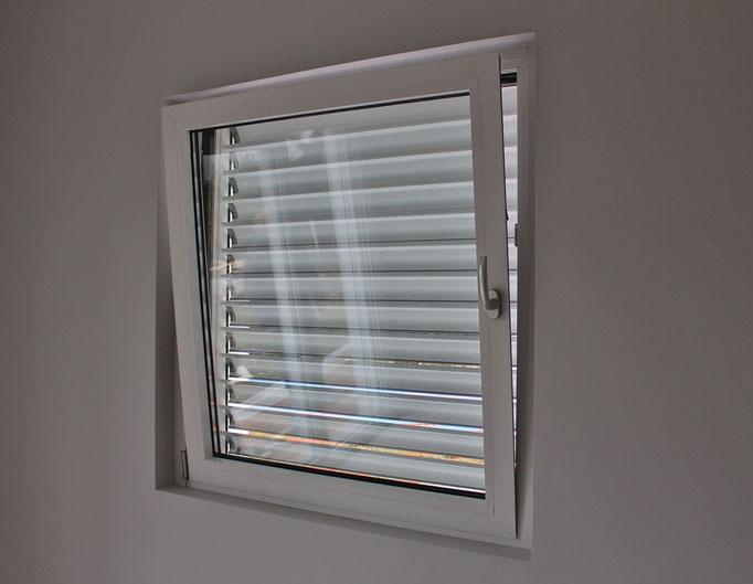 finestra a battente  in alluminio  como