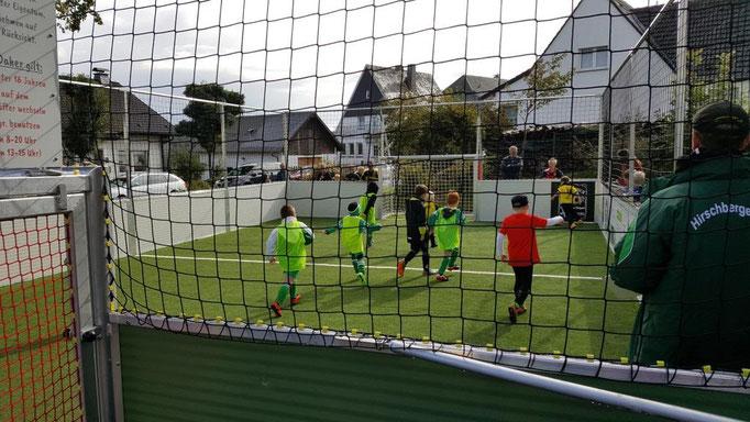 Erstes Turnier auf dem neuen Spielfeld mit jungen Spielern