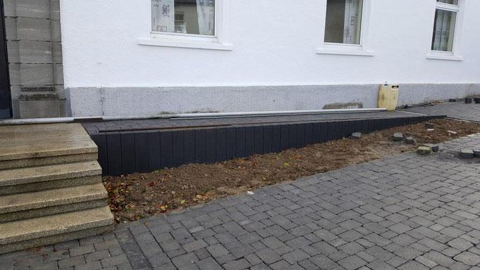 Die neue Rampe ermöglicht einen barrierefreien Zugang zu dem Gebäude