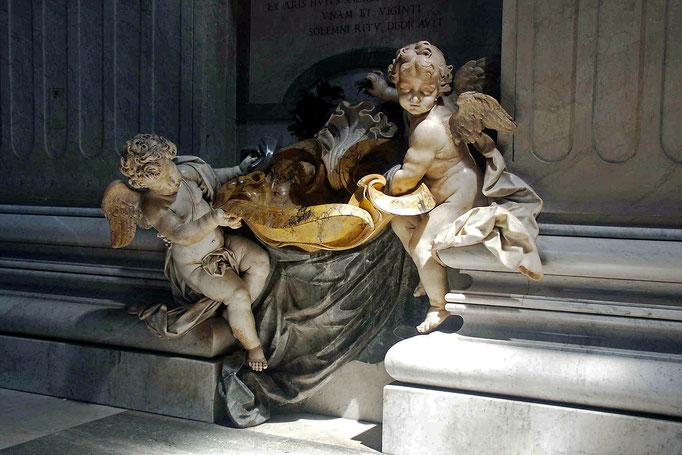 Taufbecken im St. Petersdom - Rom, Italien