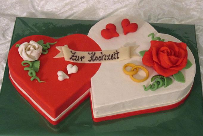 Hochzeitstorte Erdbeerherz