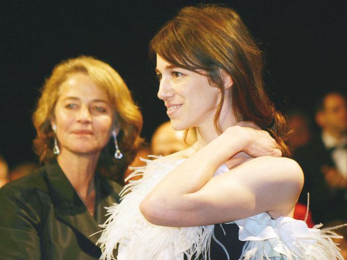 Charlotte Gainsbourg et Charlotte Rampling - Festival de Cannes 2005 - Photo © Anik COUBLE