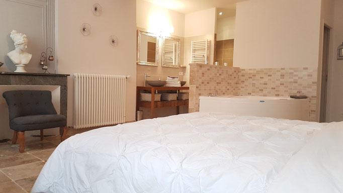 Chambre romantique avec jacuzzi privé en Provence (Vaucluse)