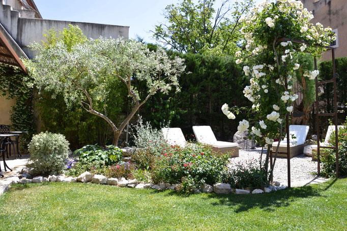 Un jardin au coeur du village - Chambre d'hôtes Provence