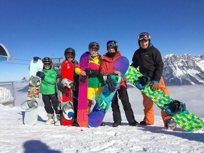 6 Gründe die für einen Skikurs sprechen: Gruppenerlebnis Snowboardkurs