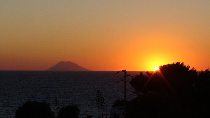 Sonnenuntergang mit Blick auf den Stromboli
