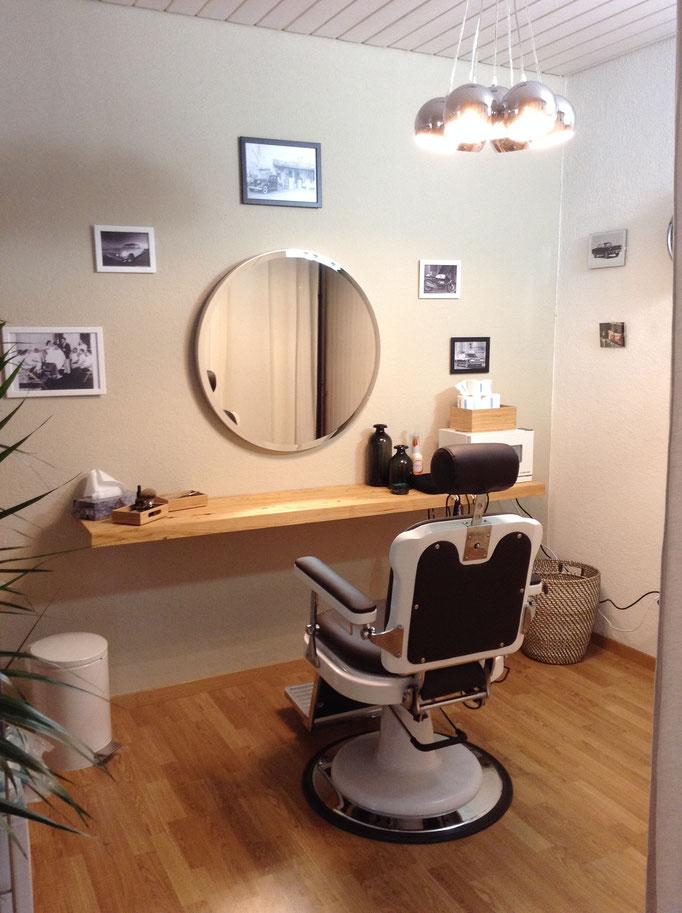 Nacher Coiffuresalon Wasch+Barberbereich in Sandfarbenem Ton gestrichen