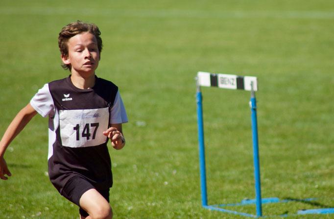 Theo Pfister beim 800m Lauf