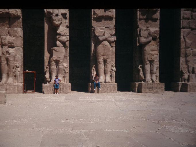 Patio del templo de Ramses III en Medinet Habu en Luxor.