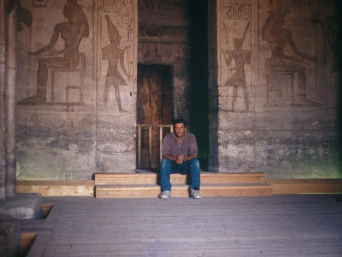 Sala hipostila del templo de Nefertari,esposa de Ramses II,en Abu Simbel.