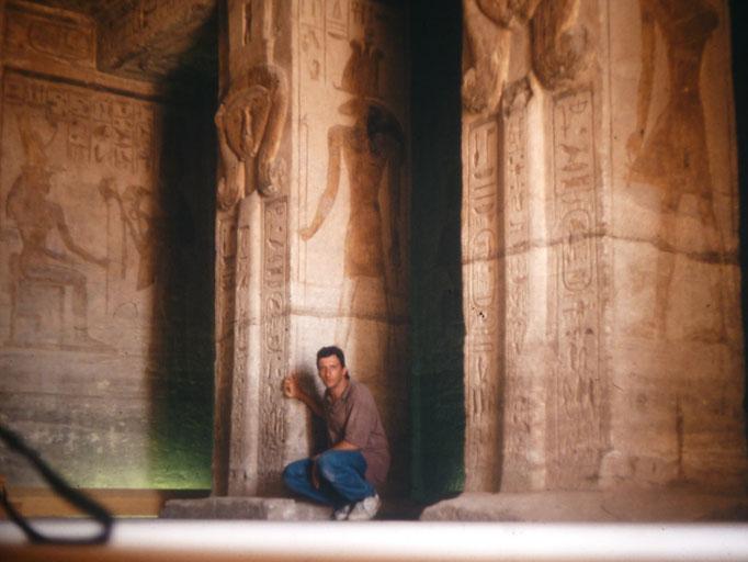 Sala hipostila del templo de Nefertari ( esposa de Ramses II ) en Abu Simbel