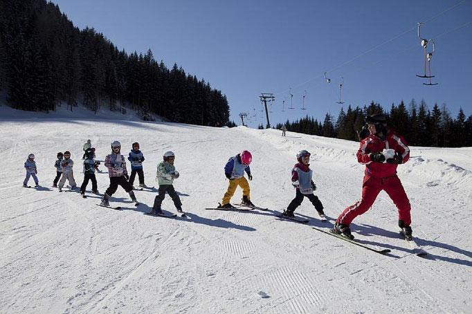 Bild: Skifahren - Ausrüstung  ausleihen zu ermäßigten Tarifen