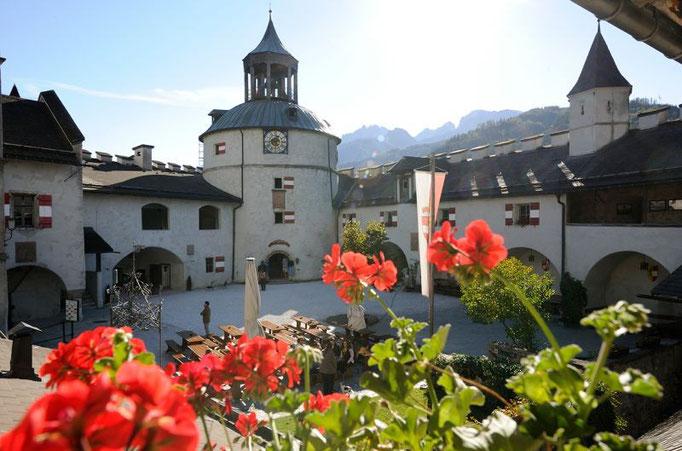 Bild: Burg Hohenwerfen in 8km Entfernung