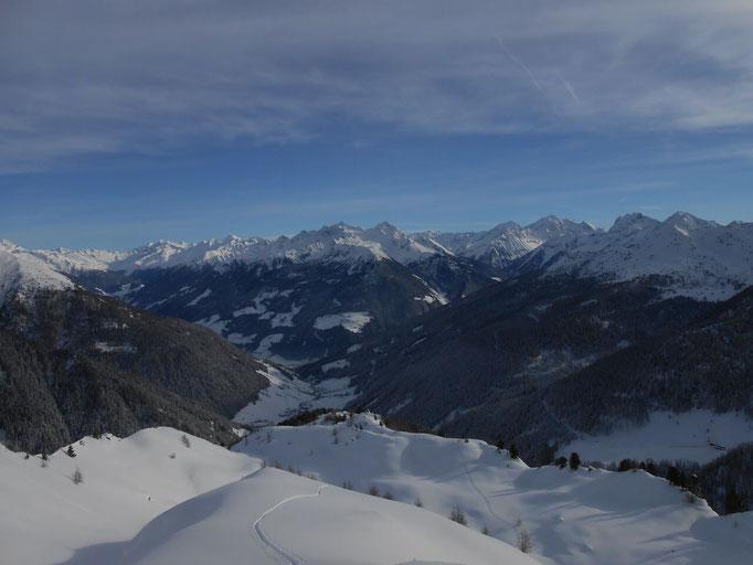 Winterpanoramablick auf Weißenbach im Ahrntal in der Ferienregion Kronplatz