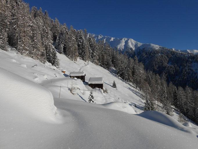 verschneite Almlandschaft in Weißenbach in der Ferienregion Kronplatz