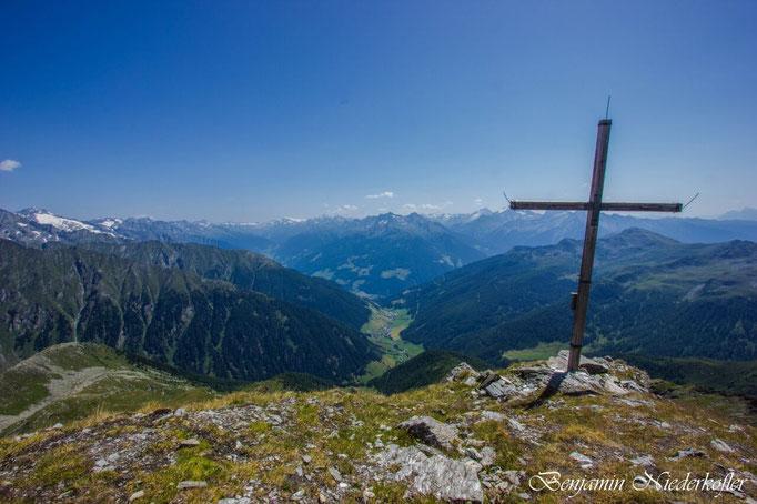 Panoramablick auf Weißenbach und das Ahrntal
