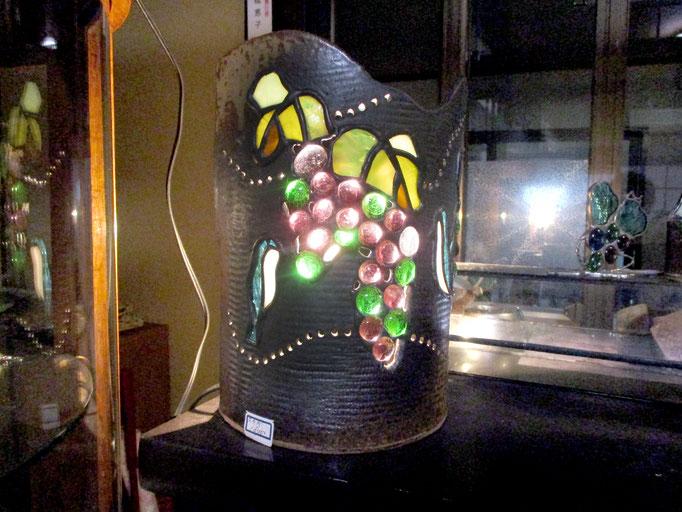 陶器とステンドのランプ  18,000