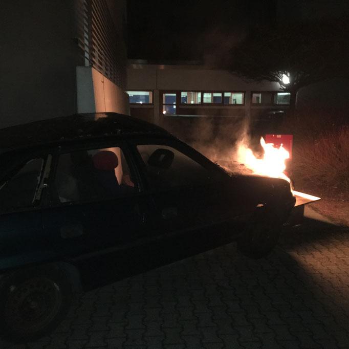 Ein PKW Brand mit Personen im Fahrzeug stellte für die Jugendlichen erstmal eine ungewohnte Situation dar.....