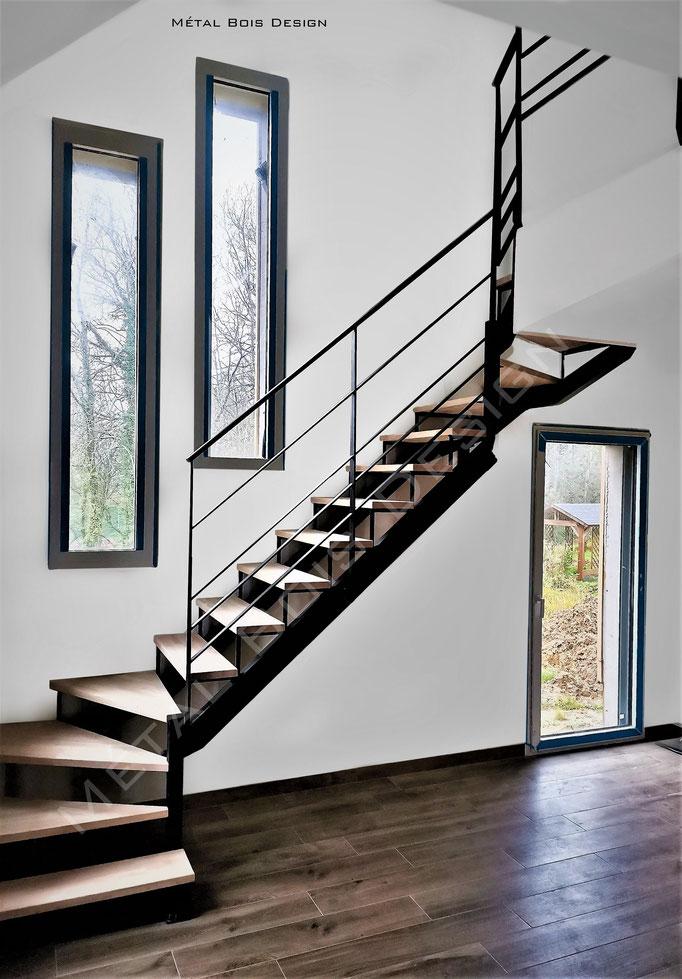 Escalier sur mesure hybride limon plus crémaillère, mélange acier bois unique