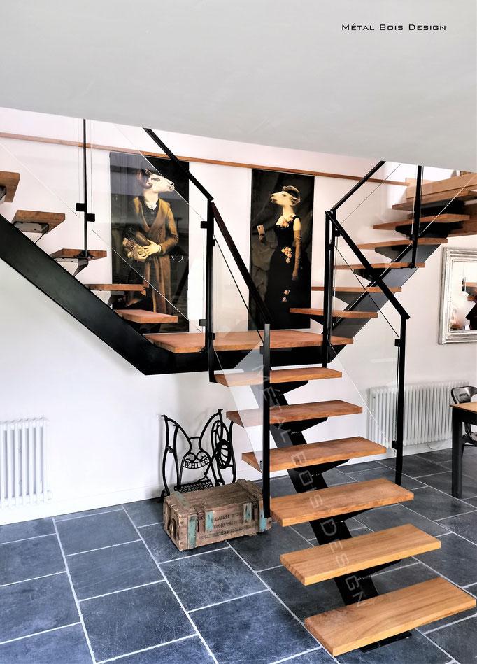 Escalier double sortie sur mesure avec rampe en verre épures