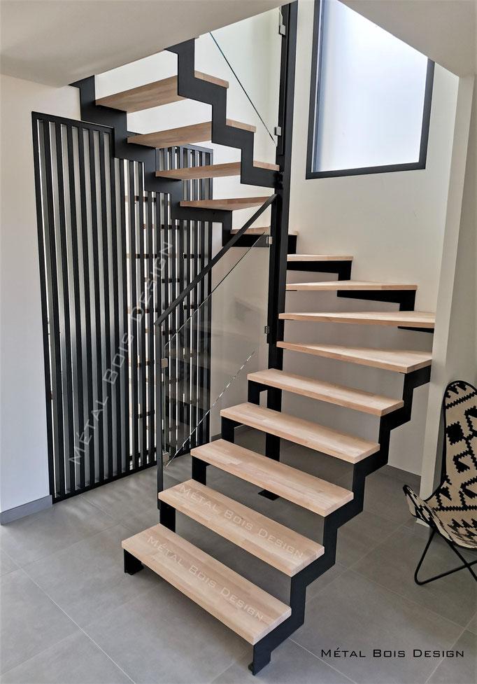 Escalier sur mesure deux quart tournant limons acier et marche bois