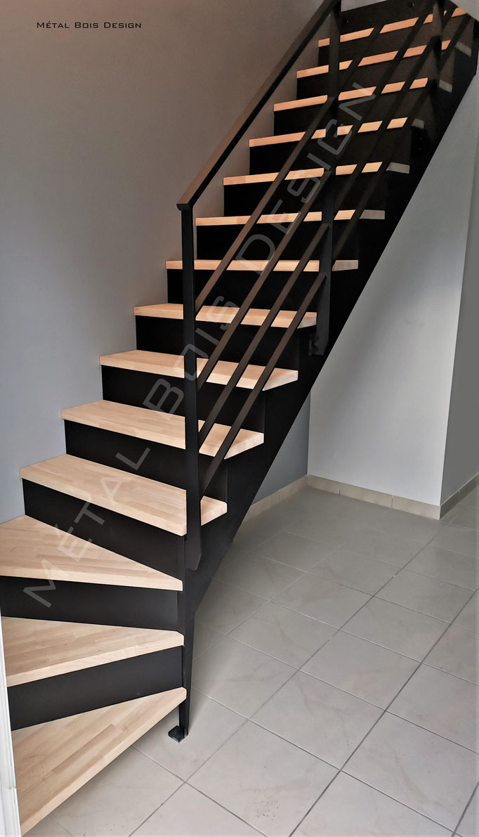 Escalier sur mesure série Epure avec contre marche acier peint