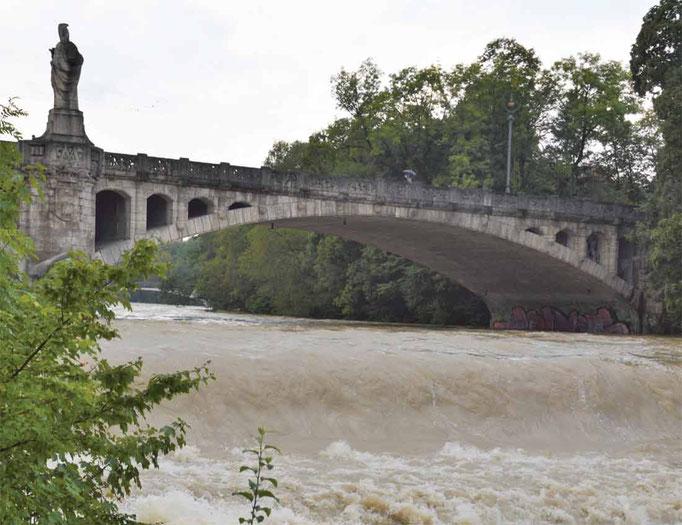 Maximiliansbruecke beim Hochwasser im Juli2017