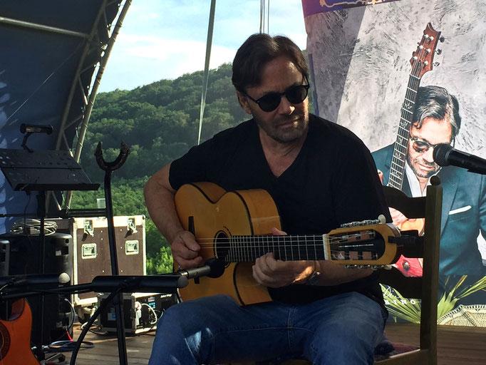 Al di Meola playing live