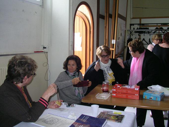 Martine Barbault et ses élèves