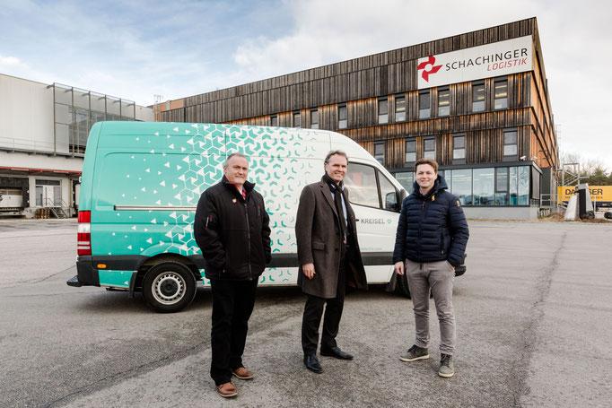 V.l.: Glöckl, Geschäftsführer Schachinger Paketdienst Gesellschaft m.b.H. (DPD Austria), Peter Overkamp, CFO Schachinger Logistik, Markus Kreisel, CEO bei Kreisel Electric