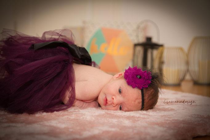 Die kleine Prinzessin biem Homeshooting im Wohnzimmer