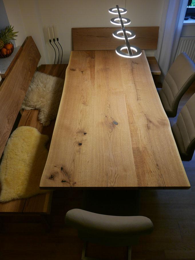 Tischplatte mit Naturkante