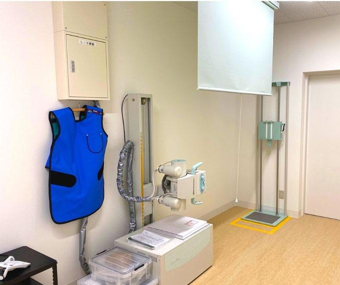 レントゲン室では胸や腹を始めとしたレントゲン検査を行うことができます。