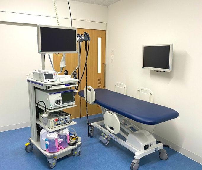 内視鏡室では、ストレッチャー(移動式内視鏡用ベッド)に横になったまま、内視鏡検査を受けることができます。