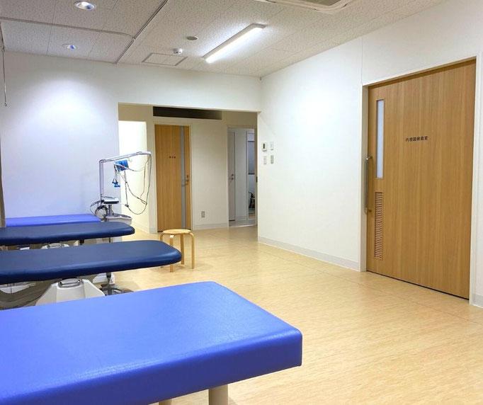 点滴スペースは内視鏡室の前にあり、内視鏡検査後はストレッチャー(移動式ベッド)に乗ったまま移動し、点滴スペースで休むことができます。